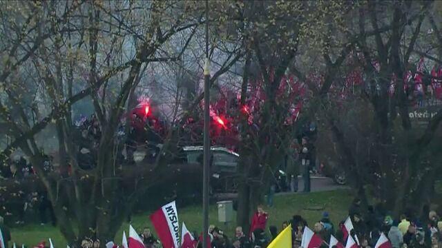 Uczestnicy Marszu Niepodległości zbierają się w centrum