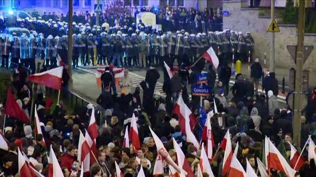 Policja apeluje do uczestników marszu o rozejście się
