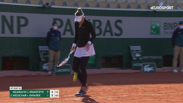 Piłka setowa na wyrównanie w półfinale debla kobiet w Roland Garros