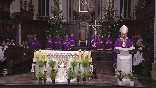 W warszawskiej archikatedrze w poniedziałek odbyła się msza święta w intencji Pawła Adamowicza