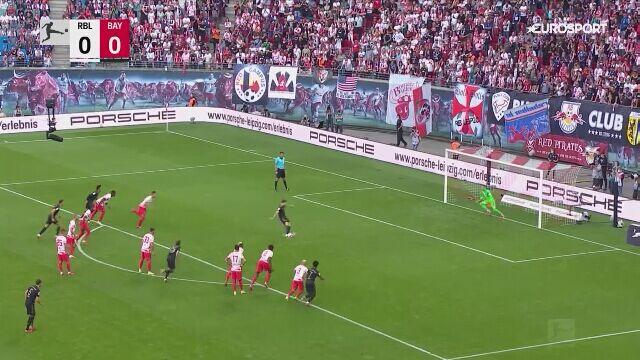 Rzut karny Lewandowskiego w meczu Bayernu z RB Lipsk