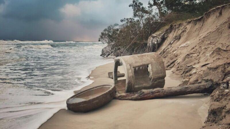 Tajemnicze wejście na plaży w Helu