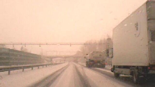 Ksawery przyniósł śnieżyce. Trudne warunki na drogach w woj. pomorskim