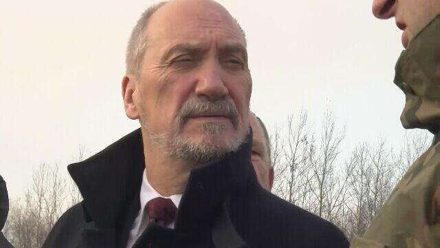 """Obietnica ministra """"nieaktualna"""". Tak Macierewicz zmieniał zdanie ws. black hawków"""