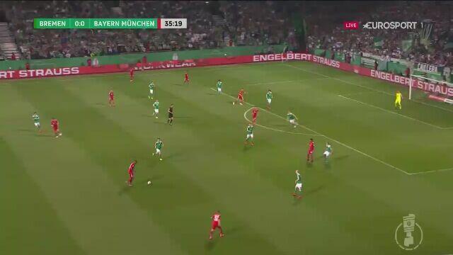 Pierwsza bramka Lewandowskiego w meczu z Werderem