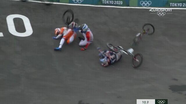 Tokio. BMX mężczyzn. Connor Fields zniesiony na noszach po poważnym wypadku