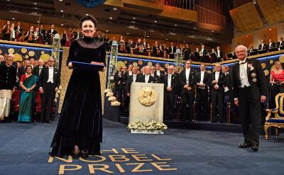 Medal, dyplom, ukłony. Olga Tokarczuk odebrała Nagrodę Nobla