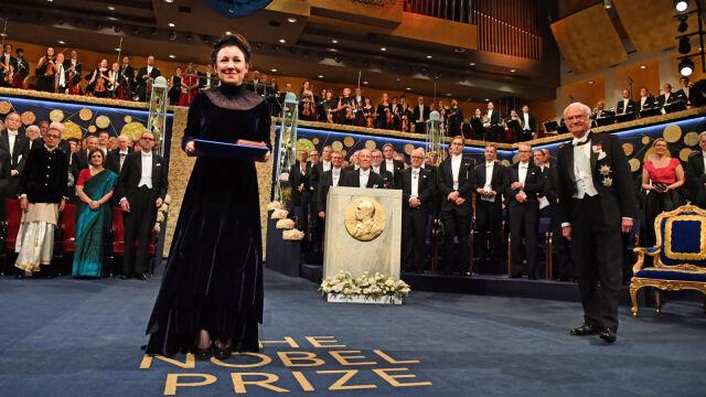 10.12.2019   Medal, dyplom, ukłony. Olga Tokarczuk odebrała Nagrodę Nobla