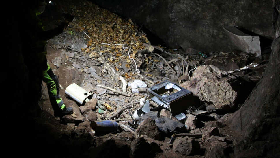 Azbest w jaskini w Sudetach. Specjaliści próbują oszacować zagrożenie