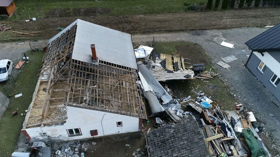 Poważna sytuacja na południu Polski. Wiatr siał spustoszenie
