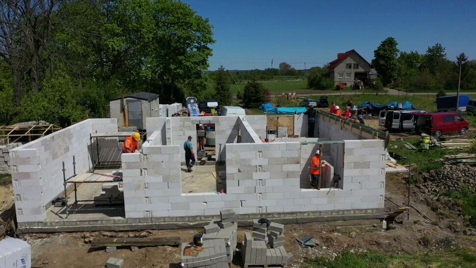 """Niezwykły przykład sąsiedzkiej pomocy. """"Dla pani Oli i jej dziecka spróbujemy zbudować nowy dom"""""""