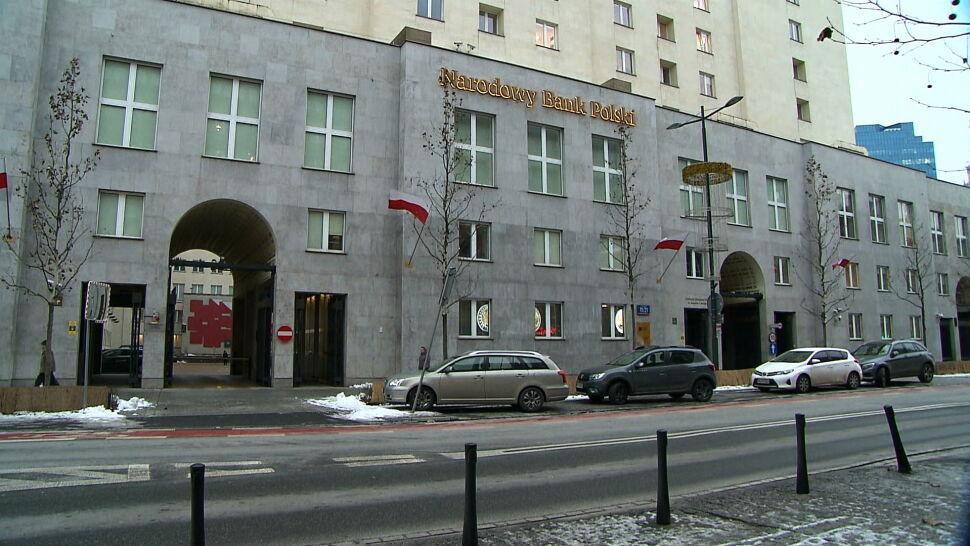 """NBP ujawnił zarobki. """"Dla narodu 500 zł, dla swoich 50 tysięcy"""""""