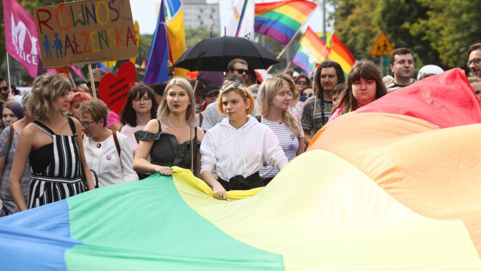 Petardy, kamienie i spalona flaga. Pierwsza parada równości w Białymstoku
