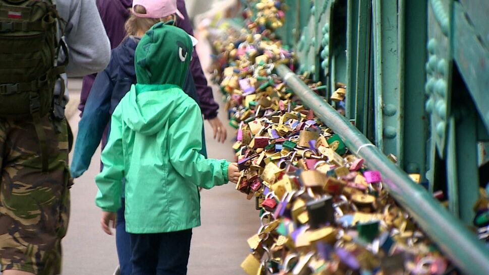 Remont mostu Tumskiego. Zniknie kilka ton miłosnych kłódek