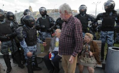 """Rosjanie wyszli """"spacerować"""" po Moskwie. Policja zatrzymała 600 osób"""