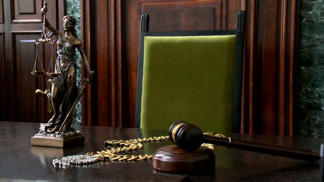 21 prywatnych aktów oskarżenia i 25 pozwów cywilnych o ochronę dóbr osobistych