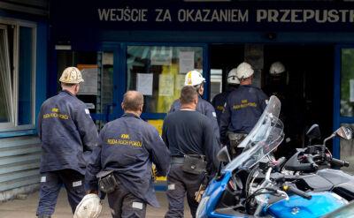 Akcja ratunkowa w Zofiówce. Ratownikom pomaga pies