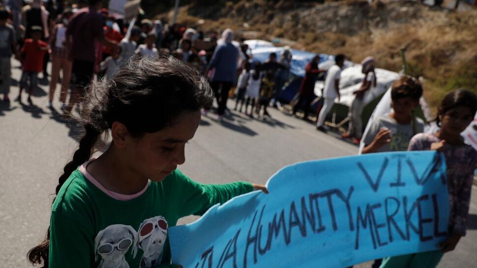Dramat dzieci po pożarze w obozie Moria. Janina Ochojska apeluje do polskiego rządu