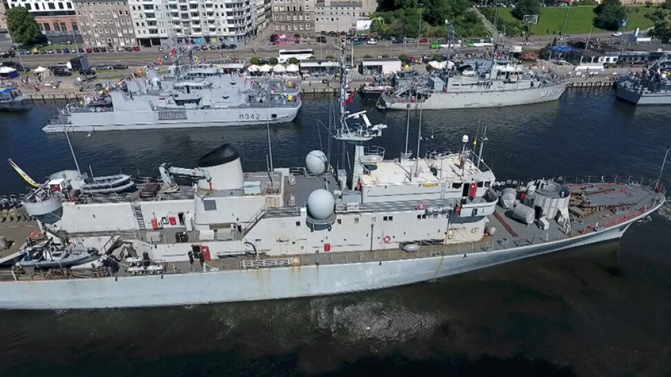 Turyści weszli na statki wojsk NATO. Tuż przed manewrami