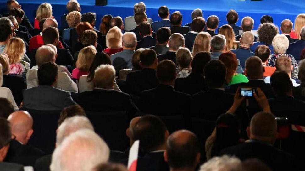 Kandydaci z rządu jeżdżą z kampanią po kraju. Czy wzięli urlopy?