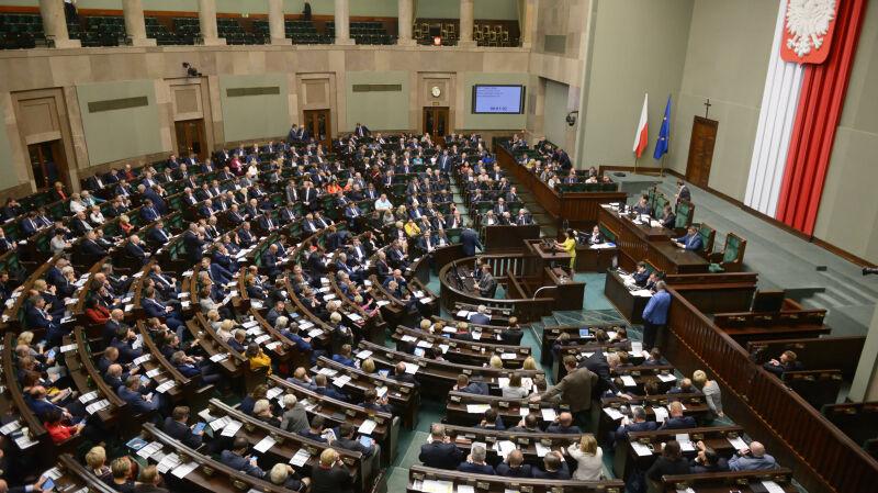 """Sondaż partyjny dla """"Faktów"""" TVN i TVN24. Duże zmiany"""