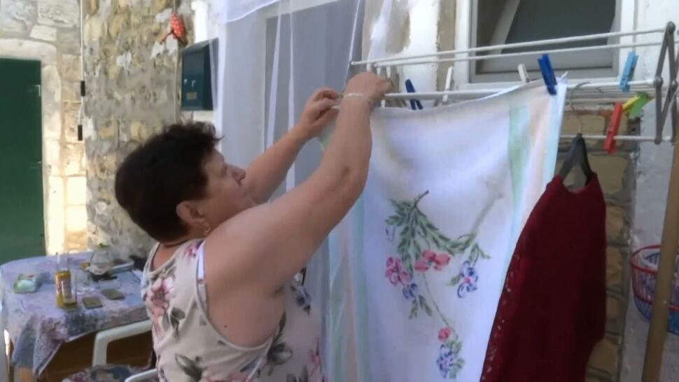 """Chorwacja: mandaty za suszenie prania na widoku. """"Dalej będę wywieszał majtki"""""""