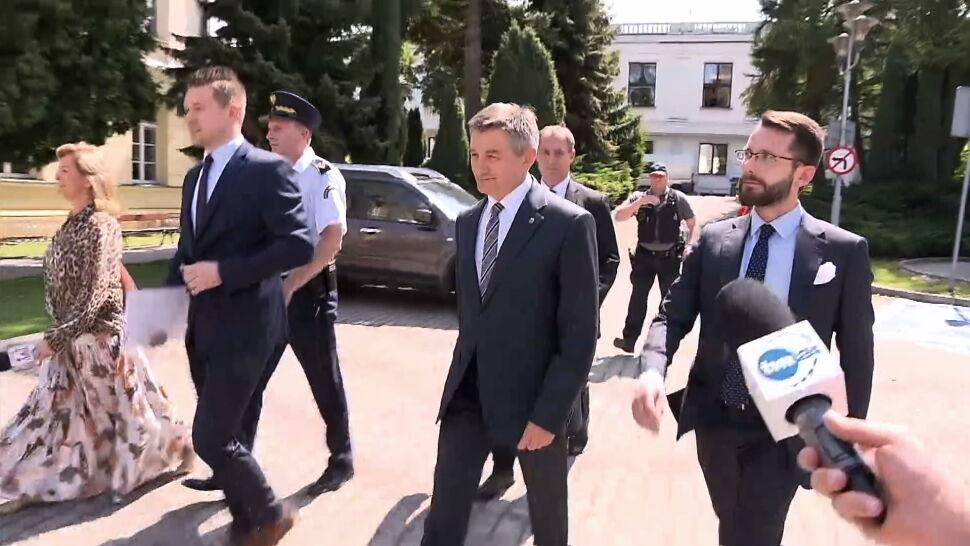 """Opozycja domaga się dymisji Kuchcińskiego, PiS go broni. """"Takich Kuchcińskich w PiS jest więcej"""""""