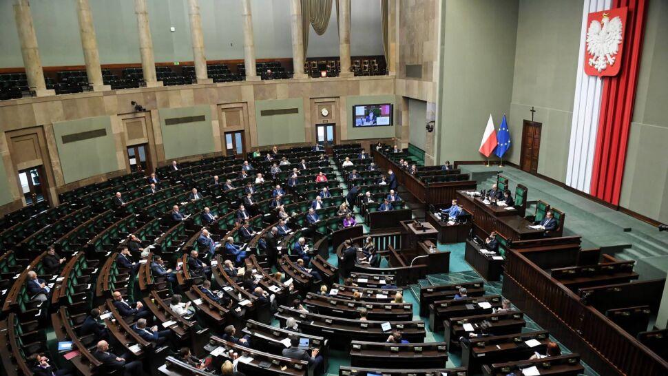 Sejm odrzucił część poprawek opozycji. Ile czasu Trzaskowski będzie miał na zebranie podpisów?