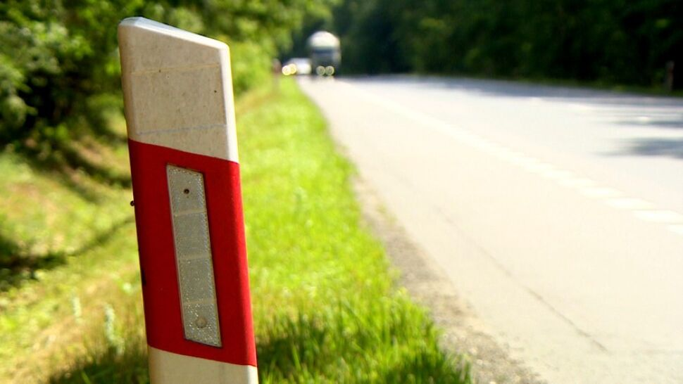 Wójt znalazł sposób na zmniejszenie liczby ofiar wypadków na nieoświetlonych drogach