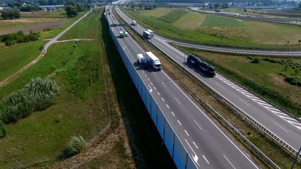 Policja walczy z blokowaniem lewych pasów jezdni przez ciężarówki