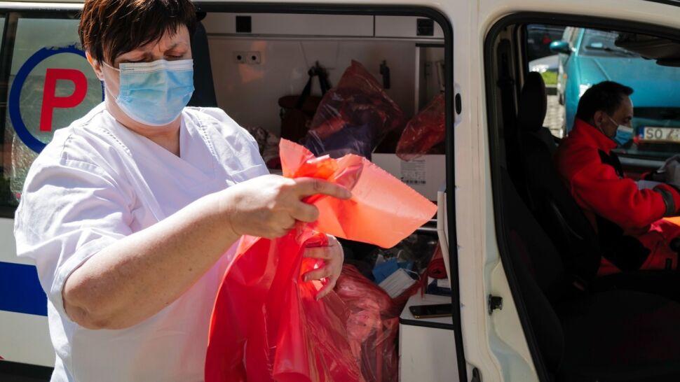 Samorządy i szpitale wprowadzają swoje rozwiązania w walce z SARS-CoV2