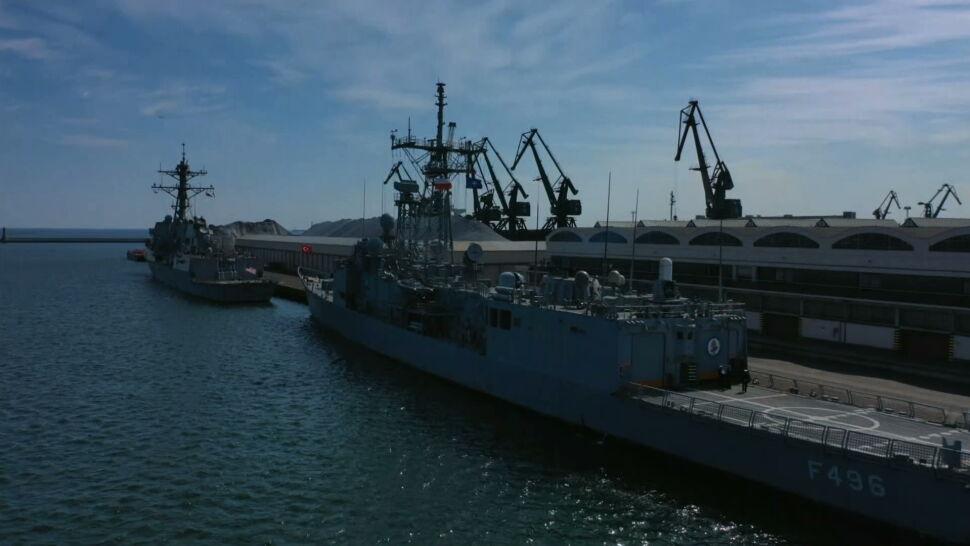 """Okręty w gotowości bojowej, ale można wejść na pokład. Dla marynarzy święta w Gdyni """"będą dobrą odskocznią"""""""