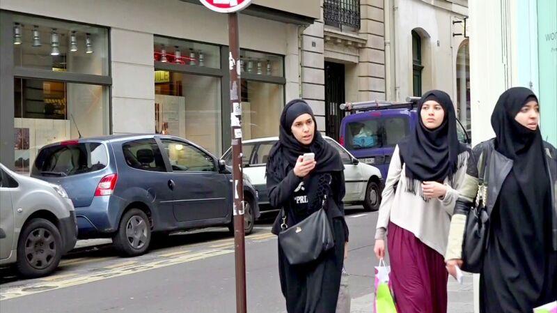 14.04.2016 | Burzliwy spór we Francji. Premier chce zakazać kobietom noszenia chust na uczelniach