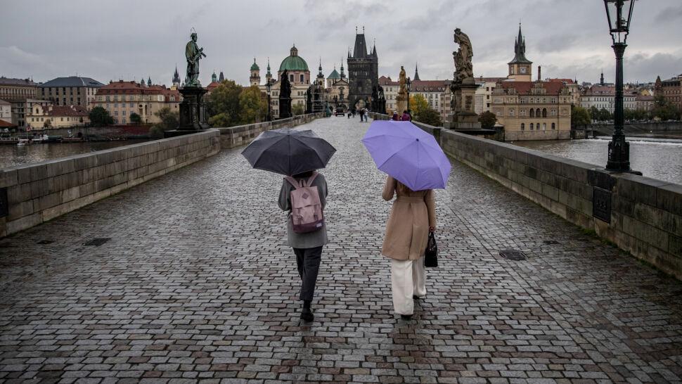 Duży przyrost zakażeń i stan wyjątkowy. Jak wygląda sytuacja w Czechach?