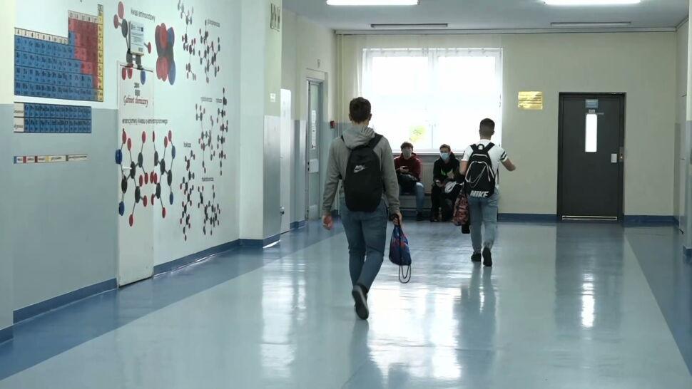 """Szkoły wyższe i ponadpodstawowe zmieniają tryb nauczania. """"Decyzje zapadły bardzo późno"""""""