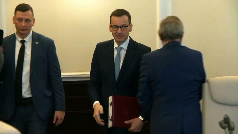 """Premier milczy w sprawie Andruszkiewicza. """"Pachnie absurdem"""""""