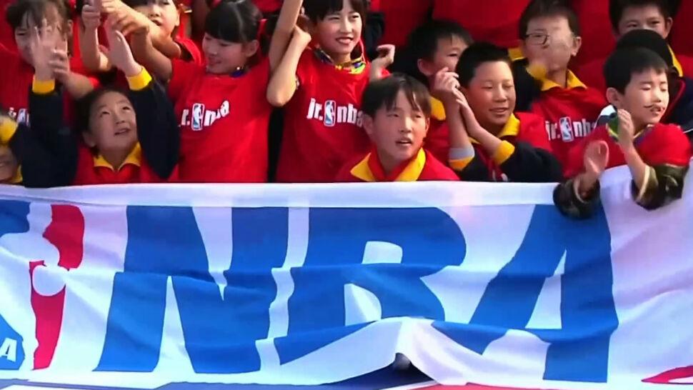 """""""Przepraszamy, kochamy Chiny"""". Burza po wpisie jednego z działaczy klubu NBA"""