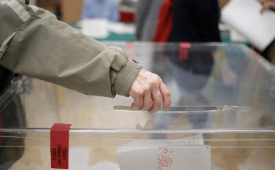 Wysoka frekwencja i kolejki do lokali. Wybory mają zakończyć się zgodnie z planem