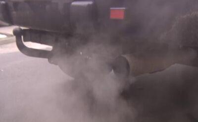 """Walka o lepsze powietrze. Policjanci w ramach akcji """"Smog"""" kontrolują pojazdy"""