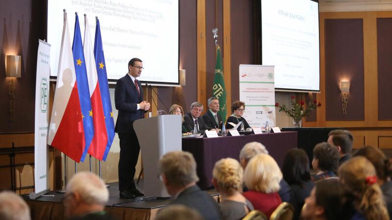 Morawiecki o polskiej gospodarce: radzi sobie zdumiewająco dobrze. Politycy opozycji mają inne zdanie