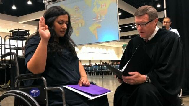 Imigrantka w ciąży miała przyjąć obywatelstwo USA. Wtedy zaczęła czuć skurcze