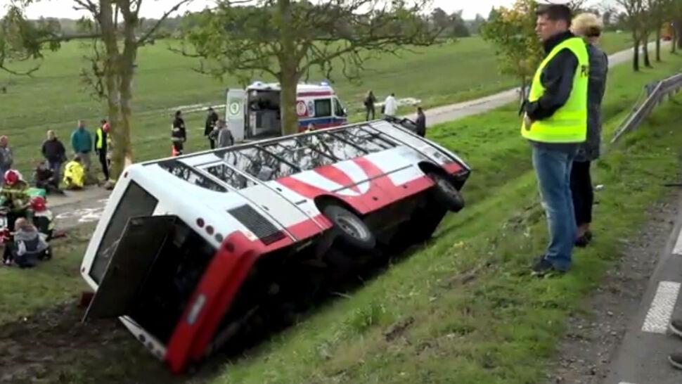 Autobus zderzył się z samochodem. Większość poszkodowanych to dzieci