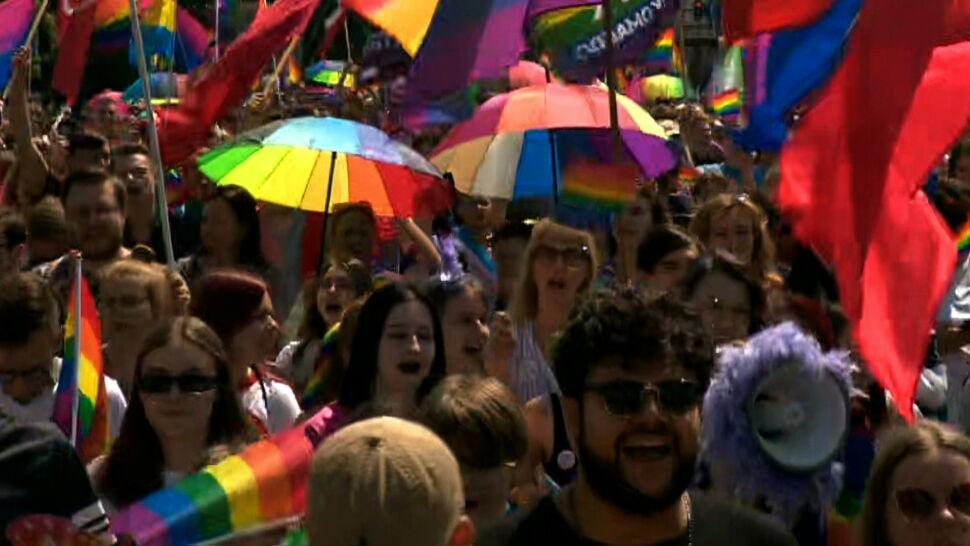 """Czy osoby LGBT+ mają w Polsce równe prawa? Sondaż dla """"Faktów"""" TVN i TVN24"""