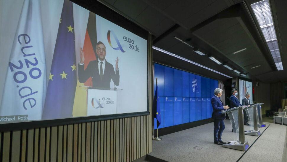 Polska podtrzymuje groźbę weta dla budżetu UE. Co może wynegocjować rząd PiS?