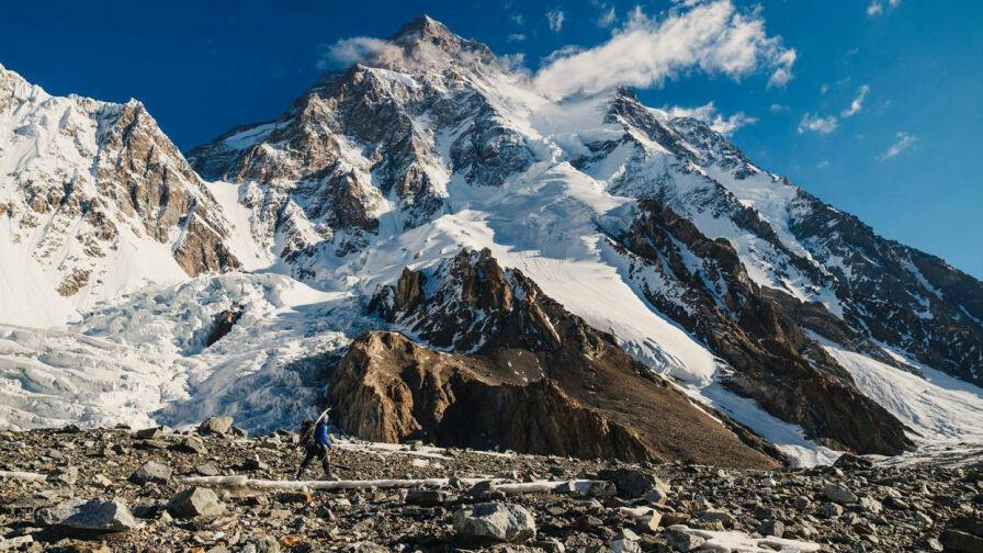 Planują dwa historyczne wyczyny na K2. Andrzej zjedzie na nartach, jego brat to nagra
