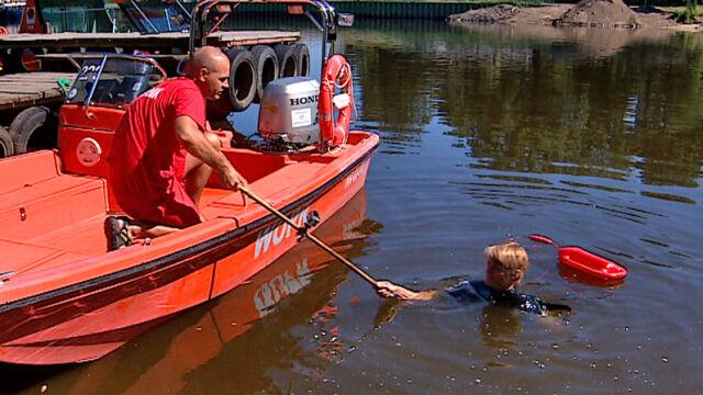 18.07.2015 | Poradnik rozsądnego zachowania nad wodą. Jak pomóc tonącemu?