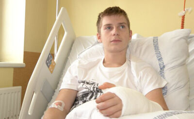 """Miesiąc temu ucięło mu rękę, teraz rusza palcami. """"Lekarze dokonali cudu"""""""