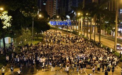 Setki tysięcy protestujących wyszły na ulice. Władze: prace nad nowym prawem będą kontynuowane