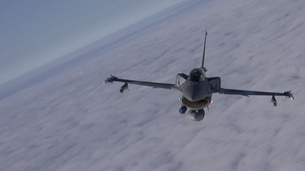 """Pilot zgłosił, że uszkodził F-16 własnym pociskiem. """"Brzmi kuriozalnie, ale jest to możliwe"""""""