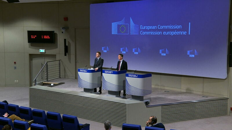 Komisja Europejska wnioskuje do TSUE o zawieszenie prac Izby Dyscyplinarnej SN